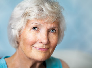 Lächelnde Seniorin