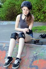 Teenager auf Skateboard-Bahn