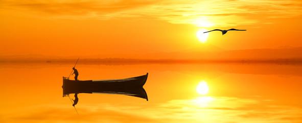 el pescador  del mar dorado