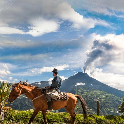 Foto op Plexiglas Vulkaan Unrecognizable farmer looking at the Tungurahua volcano eruption
