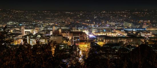 Stadt Stuttgart bei Nacht