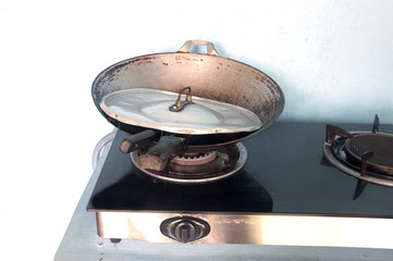 The gas cooker and pan in Thai home