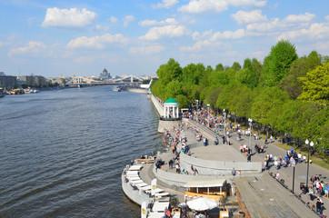 Набережная Москвы-реки в Центральном парке культуры и отдыха