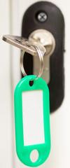 clé sur serrure de porte