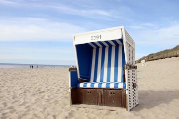 Leerer Strandkorb auf Sylt