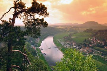 Elbsandsteingebirge, Blick ins Elbtal