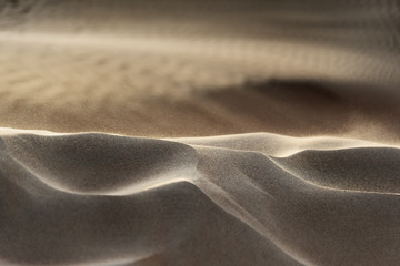 Flying grains of sand