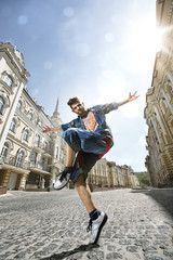 Man dancing Hip-hop in street
