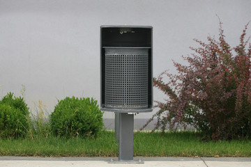 metal wastebasket litter bin and extinguishing cigarettes