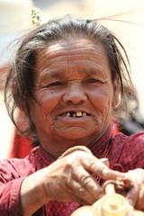 Alte Frau aus Nepal