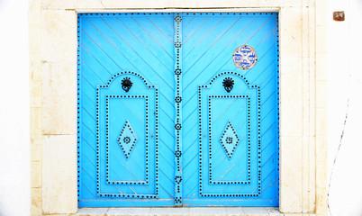 Puerta típica de Túnez