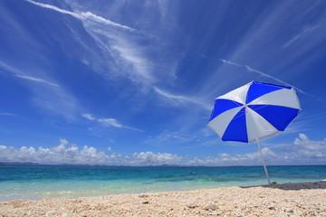 美しいビーチと夏空