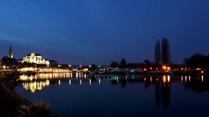 Sur les quais d'Auxerre la nuit