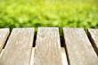 canvas print picture - leere Tisc hfläche vor grünem Hintergrund