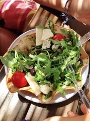 Insalatona con formaggio e pomodorini