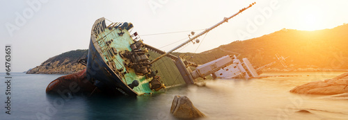 Aluminium Schipbreuk shipwreck , cargo ship