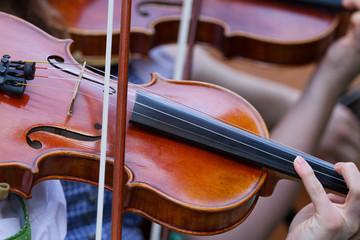 Geigenspielerinnen