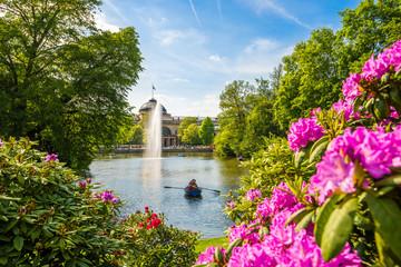 Kurpark Wiesbaden mit Blick auf das Kurhaus