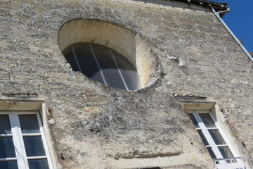 Aubeterre sur Dronne Fenêtre ronde ancienne couvent des  Minimes