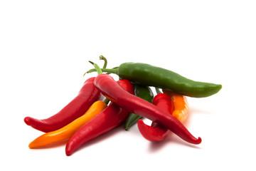 Haufen bunte Chilis im Detail