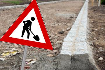 Baustellenschild auf einer Baustelle
