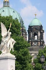Berliner Dom auf der Spreeinsel in Mitte.