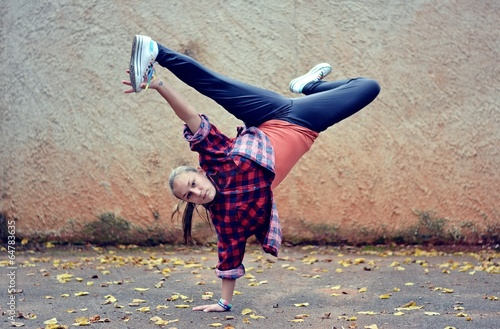 Fotobehang Dance School Breakdance girl on the street