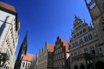 Prinzipalmarkt Münster vor blauem Himmel