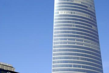 Edificio moderno alto
