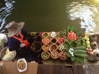 floating market lady