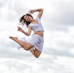 Mädchen springend