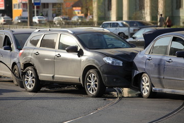 collision of  three cars at a crosswalk no casualties