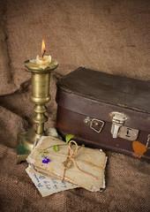 Старые фотокарточки и свеча. Воспоминания