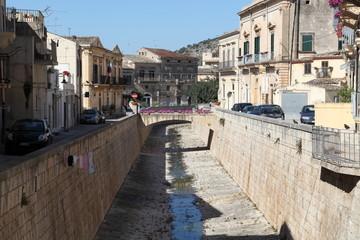 I canali e i ponti di Scicli