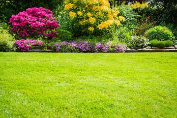Garten, Bepflanzung und Rasen