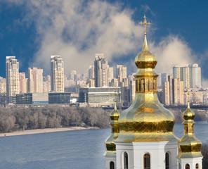 Городской пейзаж. Архитектура и природа города Киев. Река Днепр.