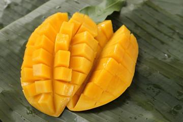 cube cut mango
