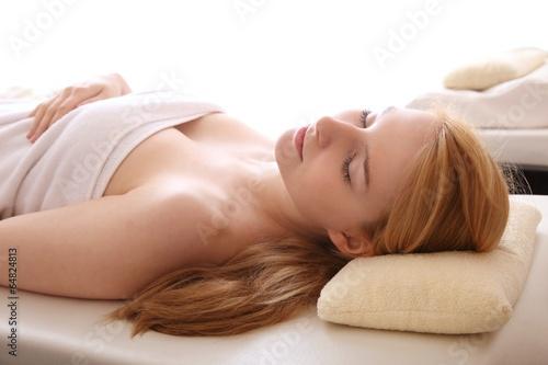 canvas print picture Wellness - Frau entspannt im Spa