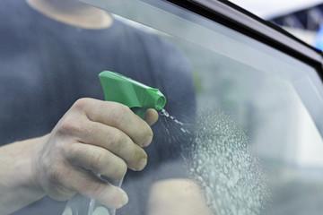 Autofenster putzen