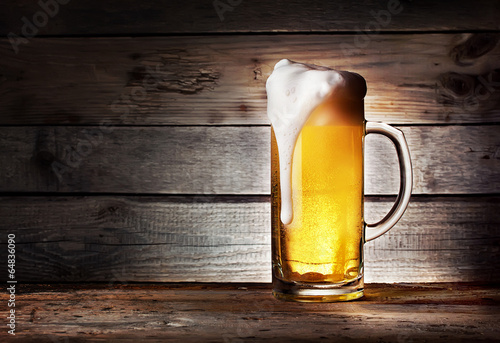 Fotobehang Bier Mug of light beer with foam