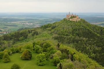 Blick auf die Burg Hohenzollern vom Zeller Horn im Frühjahr