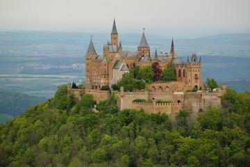 Blick auf die Burg Hohenzollern im Frühjahr