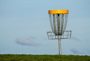 Frisbee golf basket