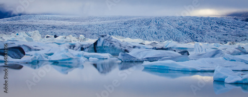 Foto Spatwand Gletsjers Beatiful vibrant picture of icelandic glacier and glacier lagoon