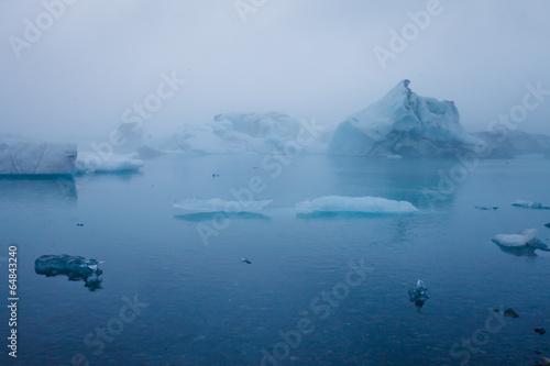 Beatiful vibrant picture of icelandic glacier and glacier lagoon - 64843240