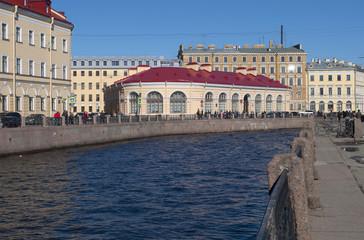 Круглый рынок на набережной реки Мойки. Санкт-Петербург