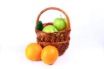 Корзина яблок с апельсинами