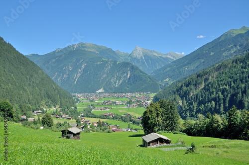 das beliebte Mayrhofen im Zillertal in Tirol,Österreich - 64848427