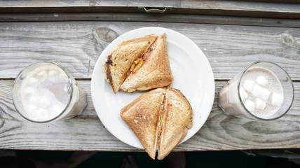 Завтрак, бутерброды с какао