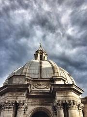 Купол собора Святого Петра в Ватикане. Рим, Италия.